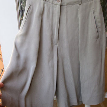 Vintage Grey Pinstriped Pleated Shorts / I Magnin / Preppy Classy Shorts Size 8 / Rayon