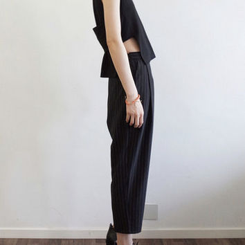 BLACK BANDED VEST textured banded top Women trending clothes Minimalistic crop top with opened sides