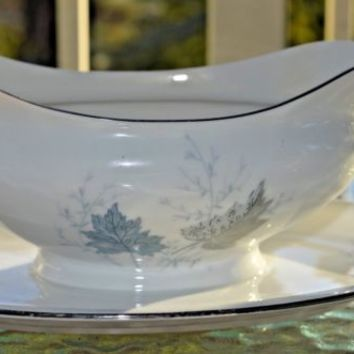 Bavaria Germany Crown Royale Porcelain Gravy Boat w/plate Platinum Trim WINWARD