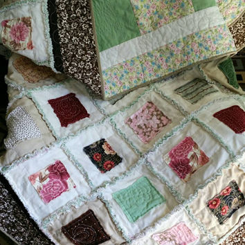 rag quilt / twin quilt -  handmade quilt / homemade quilts for sale /  patchwork quilt / quilt squares / kids bedding / throw quilt - full
