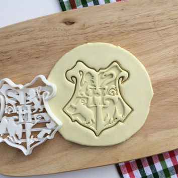 Harry Potter Cookie Cutter Hogwarts Emblem Logo Cookie Cutter Cupcake topper Fondant Gingerbread Cutters Solemnly Mischief Cookie Cutter