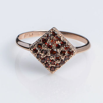 Engagment Gold Ring Rhombus Pave Ring with Garnet in 14K Rose Gold