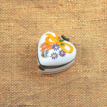 Vintage Heart Shaped Honeybee Provence Theme Porcelain Trinket Box