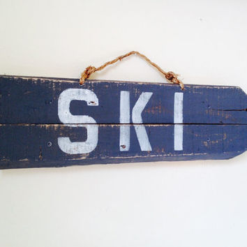 Large Wood Directional Ski Mountain Arrow Pallet Skiing Sign