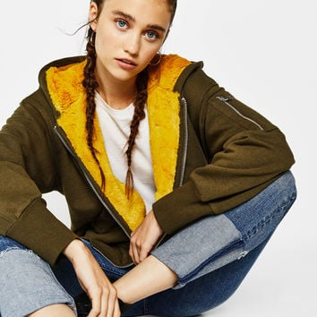 Contrasting sweatshirt with faux fur hood - New - Bershka United States