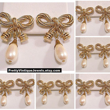 Big Rope Tied Bow Pearl Dangle Pierced Earrings Gold Tone Vintage White Teardrop Bead Twisted Textured Accented Black Round End Caps