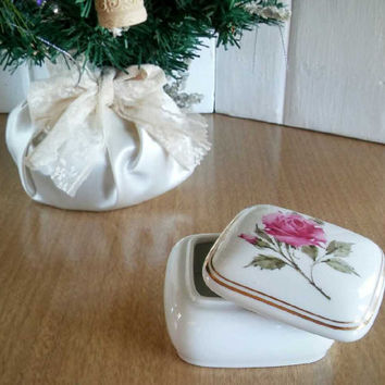 Avon Holiday Music Box, Vintage Avon Porcelain Trinket Box Music Player
