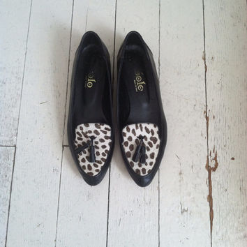 Vintage pony hair loafers / 1970s leopard print flats / vintage shoes size 7
