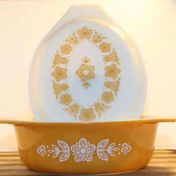 Vintage Pyrex Butterfly Gold Oval 1 1/2 Quart Covered Casserole