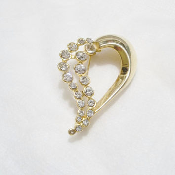 SALE!! Gold Tone, Heart Shape Brooch, Pin, Beautiful Rhinestones, Clasp works well