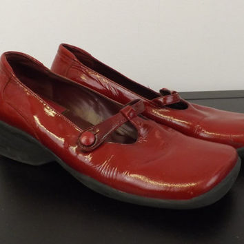 Vintage Red Shiny Patent Leather Mary Jane Shoes