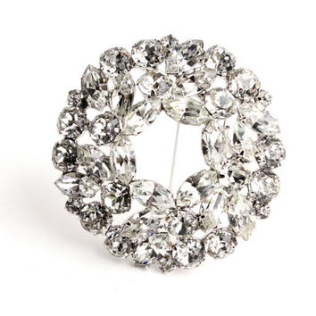 Vintage Weiss Clear Rhinestone Brooch - 1950s Silver Tone Wreath Costume Jewelry Pin / Hallow Center