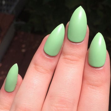 Fake nails, matte nails, green nails