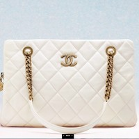 CHANEL Official site – FASHION ACCESSORIES, EYEWEAR, READY-TO-WEAR AND HAUTE COUTURE COLLECTIONS