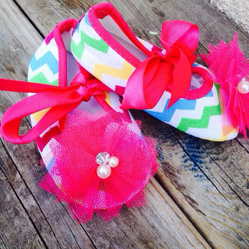 Chevron Baby girl shoes, pink baby shoes, crib shoes