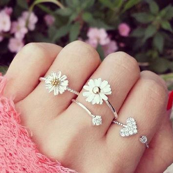 Cute Little Daisy Temperament Ring