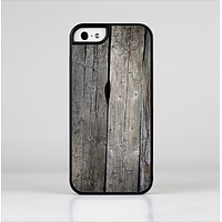 The Cracked Wooden Planks Skin-Sert Case for the Apple iPhone 5/5s