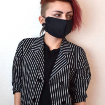 black surgical mask