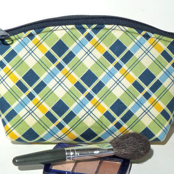 Makeup Bag/Zippered Pouch Padded Flat Bottom Round Top Summer Plaid