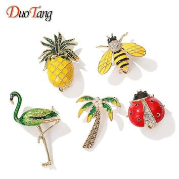 DuoTang Pineapple Crowned Crane Coconut Tree Ladybug Bee Brooches Rhinestone for Women Bird Animal Pins Jewelry Accessories Gift