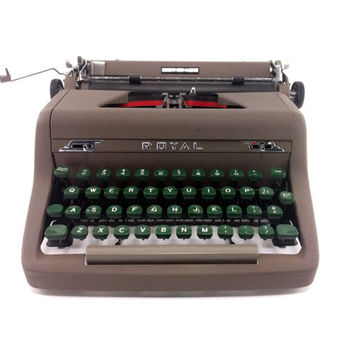 Royal Quiet De Luxe Manual Typewriter - Reconditioned and Working - Olive / Green - Excellent Condition