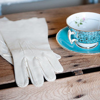 RESERVED // Vintage Suede Ladies Gloves / by HappyHomeCollective