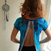 Ocean Blue Tie Dye Open Back Slit Short Sleeve Upcycled Bohemian Top TShirt with Lace Floral Trim Womens Size Medium