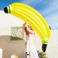 luxe lie-on float - banana