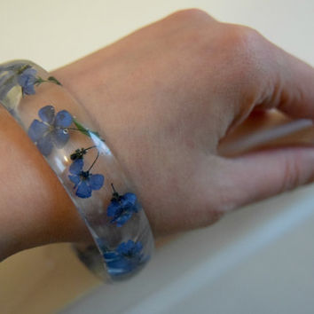 Resin bangle bracelet with preserved flowers Natural flowers bracelet Botanical bracelet Resin bracelet Unique jewelry