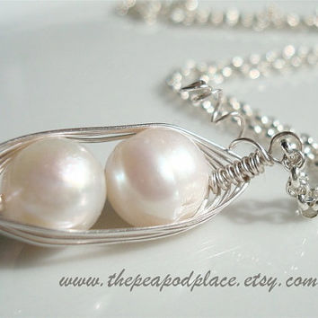 Pearl necklace - Pearl Pendant 2 peas in a pod - Gold or Silver - Mom Necklace - Bride - Bridesmaids necklace - BFF