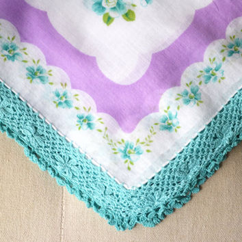 1950s Printed Cotton Handkerchief with Crochet Lace Trim