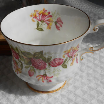 An Orphaned Tea Cup - Clover Flower / Flowers Motif - Elizabethan Fine Bone China - Made is England