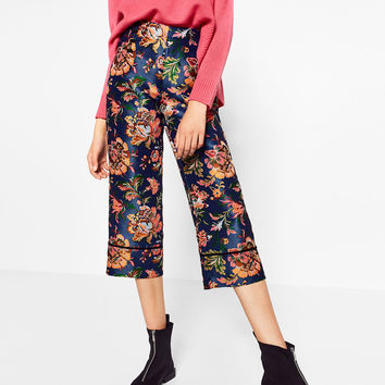 CROPPED PRINTED TROUSERS DETAILS