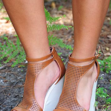Great Adventure Wedges: White