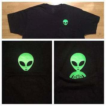 Middle Finger Green Alien Pocket T-Shirt Casual Alien Slogan Tops Girl Pocket Alien Popular Tee Aesthetic Trendy Hipster t shirt