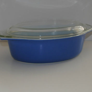 PYREX Blue 2.5 Quart Oval Covered Casserole 045 - (500.50)