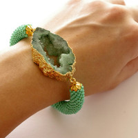 Green drusy agate bracelet - Raw stone bracelet - Green beaded cord stone statement bracelet - Modern stylish chic crochet rope bracelet.