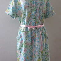 14-1122 Vintage 1960s Womens Housecoat / Floral Housecoat / Dressing Gown / Floral Robe / Robe