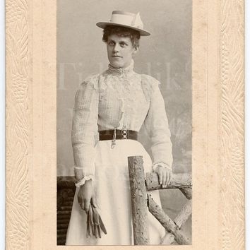 CDV Photo Carte de Visite Victorian Young Pretty Woman, White Lace Dress, Gloves & Boater Hat Portrait - W A Thomas Hastings - Antique Photo