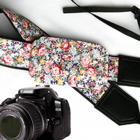 Flowers Camera strap with pocket.  Roses camera strap.  dSLR Camera Strap. Camera accessories. Canon camera strap. Nikon camera strap.
