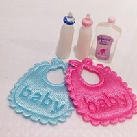 New Arrivals 5pcs Dolls House Miniature Baby Bottles Shampoo Baby Bibs Nursery Accessory Dolls Accessories Dollhouse Decoration