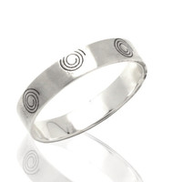 Mens Silver wedding band ring decorated with a spirals -  unisex wedding band ring