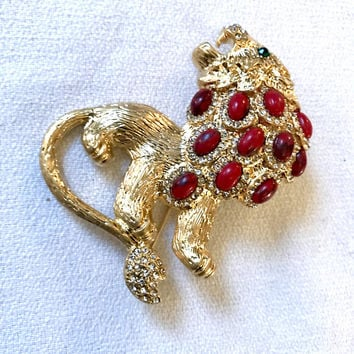 Glamorous Red Mottled Cabochon Roaring Leo Lion King of the Beasts Brooch Pin D&L Designer Signed Bling