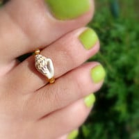 Shell Toe Ring: Treasure of the Tides Shell Bead Toe Ring