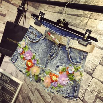 KL1199 High quality slim women sequin embroidery denim shorts girls fashion appliques jeans shorts