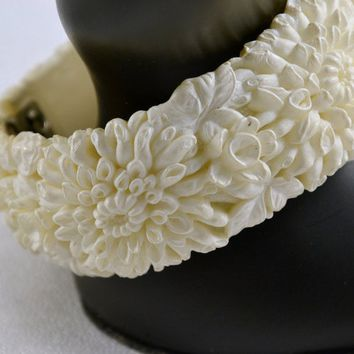 Clamper Bracelet - White Wedding Cake Celluloid - 1950's Vintage Featherweight Bubbleite Featherlite Floral Chrysanthemums