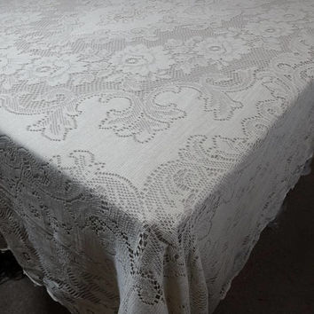 1960s Vintage Quaker Lace Tablecloth in Ecru Cotton, 70 x 90, Flower Design, Scalloped Edges, Vintage Table Linens, Vintage Lace Tablecloth