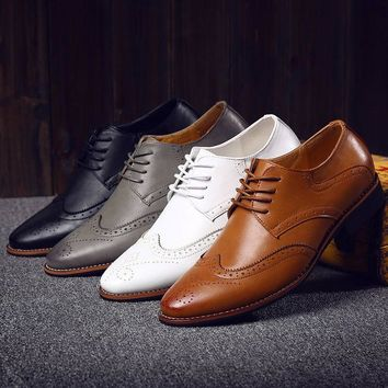 Luxury Italian Pointed Toe Oxford Men Brogue Dress Shoes Carved Leather Mens Black Whi