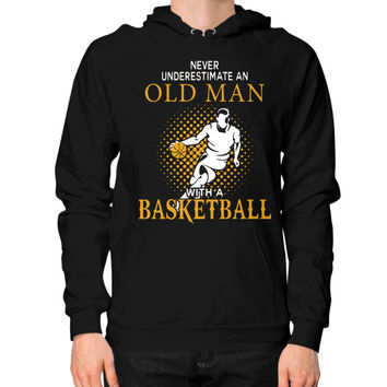 Nerver Underestimate An Old Man With A Basketball T Shirt - Men's Hoodie