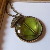 Green leaf pendant necklace, Leaf antique bronze pendant, Charm pendant neckalcet, Vintage pendant
